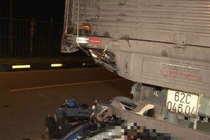 Vĩnh Long: Tai nạn kinh hoàng, tông vào đuôi xe tải hai thanh niên đi xe máy tử vong tại chỗ