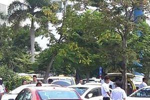 Phản đối Grab, hàng trăm taxi đình công tại sân bay Đà Nẵng