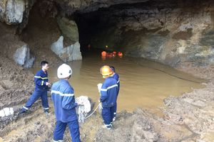 2 người mất tích trong hang khai thác vàng trái phép