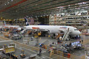 Bên trong nhà máy lắp ráp máy bay lớn nhất thế giới của Boeing