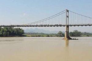 Tìm thấy thi thể nữ sinh lớp 10 gieo mình xuống sông Lam tự tử