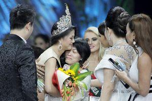 Tân Hoa hậu Trái đất Phương Khánh cảm ơn mẹ sau phút đăng quang