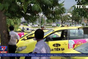 Tài xế taxi đình công phản đối xe dù tại sân bay Đà Nẵng
