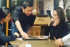 Pax Thiên hộ tống Angelina Jolie sang Hàn Quốc sau chuyến du ngoạn Châu Âu