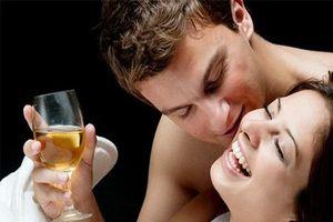 Những thức uống chớ dại động vào trước khi 'yêu'
