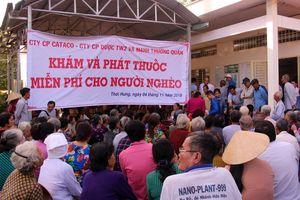 Thăm khám, cấp phát thuốc miễn phí cho bà con nghèo huyện Cờ Đỏ