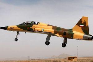Iran tuyên bố tự chế tạo được máy bay tiêm kích