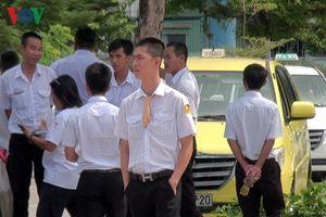 Tài xế taxi đình công phản đối Grab, xe dù tại Sân bay Quốc tế Đà Nẵng