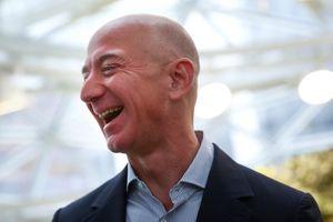Phụ huynh Jeff Bezos phản ứng thế nào khi con trai bỏ Phố Wall, trở thành 'anh bán sách'?