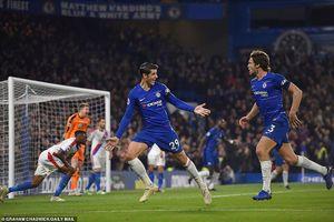 Morata tỏa sáng, Chelsea vượt mặt Liverpool