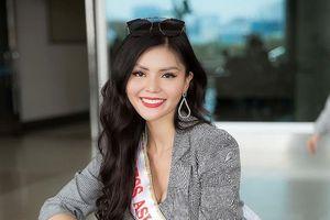 Kim Nguyên mang 150 kg quần áo thiết kế riêng thi Miss Asia