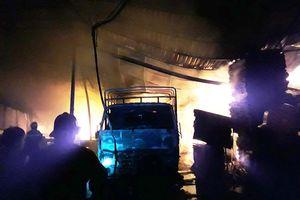 Công ty gỗ ở Bình Dương cháy dữ dội suốt 4 giờ