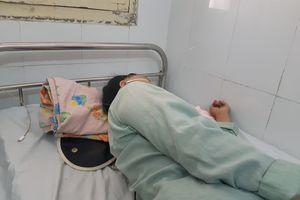Ăn đầu gà, nữ bệnh nhân đau đớn nhập viện vì bị hóc xương
