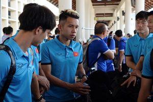 Hồng Duy ở lại sân bay Lào vì mất ví tiền