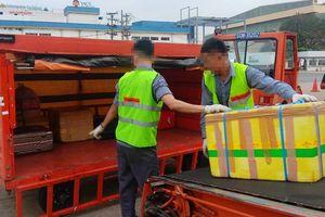 Sa thải 2 nhân viên bốc xếp ném hàng hóa ở sân bay Tân Sơn Nhất