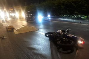 Chạy xe máy vào làn ôtô, một người bị xe container tông chết