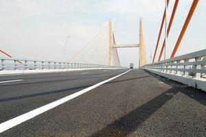 Sớm khắc phục các điểm không 'êm thuận' trên cầu Bạch Đằng
