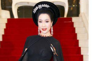 Á hậu Trịnh Kim Chi khoe vẻ đẹp bí ẩn trong tà áo dài sen