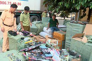 Bắt giữ ôtô vận chuyển hàng tấn mỹ phẩm nhập lậu, đồ chơi kích dục và bạo lực trẻ em