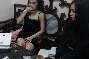 Hai nữ 'dân chơi' xinh đẹp bị bắt giữa đêm vì tàng trữ ma túy đá