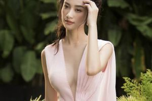 Jun Vũ mặc váy khoét sâu, khoe vòng một nóng bỏng sau khi nâng ngực
