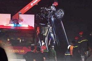 Xe Mercedes lao xuống sông Hồng: Công an nói về 'nạn nhân thứ 3'