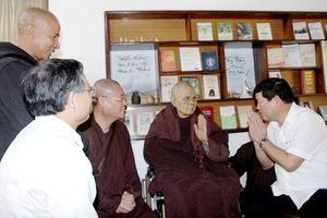 Phó Trưởng ban Ban Tôn giáo Chính phủ thăm thiền sư Thích Nhất Hạnh