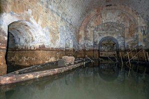 Kinh ngạc 'mê cung' dưới lâu đài Anh lộ diện sau 250 năm