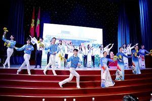 'Hành trình tìm kiếm Đại sứ Đại dương xanh' tổ chức tọa đàm sinh viên với tình yêu biển đảo, quê hương