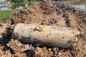 Đào ao thả cá phát hiện vật nổ 'khủng' nặng cả tấn