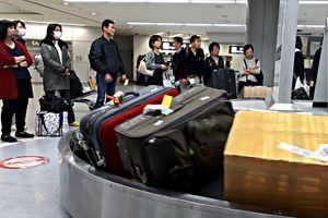 Bắt vợ chồng chuyên ăn cắp vali đắt tiền ở sân bay Thái Lan