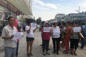 Yêu cầu bầu ban quản trị, cư dân Topaz City bị 'người lạ' đe dọa