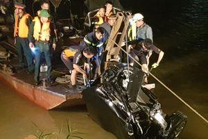 Tin tức hôm nay 5/11: Tìm thấy CMND tài xế lái thuê của chiếc xe lao xuống sông Hồng