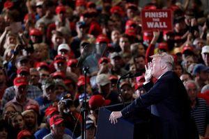 Bầu cử Quốc hội đến gần, TT Trump và Obama 'đấu khẩu' kịch liệt