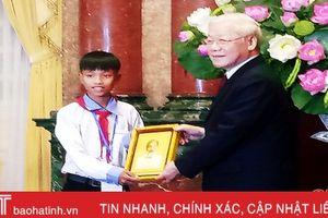 Học sinh Hà Tĩnh được Tổng Bí thư - Chủ tịch nước tặng ảnh Bác Hồ