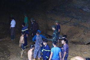 Tạm giữ chủ bãi vàng trái phép vụ sập mỏ vàng, 2 người kẹt trong hang