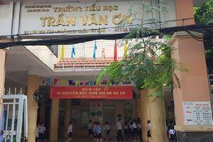 Cô giáo tiểu học ở Sài Gòn bắt học sinh nói chuyện trong giờ học tự tát 32 cái vào mặt