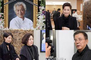 Tổng thống, các chính trị gia cùng nhiều diễn viên 'gạo cội' đến tang lễ của Shin Sung Il ngày 2