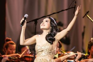 Lan Anh hát bolero cùng dàn nhạc giao hưởng