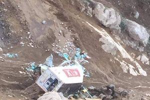 Lai Châu: Xe container rơi xuống vực, tài xế tử vong tại chỗ
