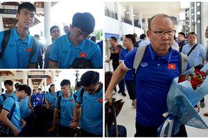 Hình ảnh mới nhất của đội tuyển Việt Nam tại Lào - Sự nồng nhiệt của các kiều bào