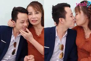 Đôi vợ chồng '61-26' tiếp tục khiến CĐM ngán ngẩm khi livestream ôm hôn thân mật