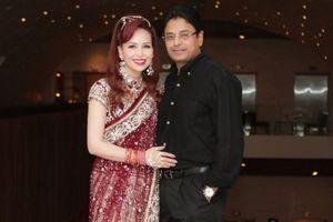Hoa hậu biết 5 thứ tiếng gây chú ý khi xuất hiện cùng chồng người Ấn Độ