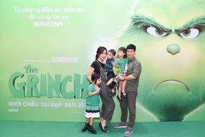 Vợ chồng Lý Hải - Minh Hà bế các con tới dự công chiếu phim