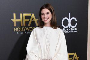 Anne Hathaway xinh đẹp rạng rỡ ở tuổi 35