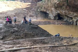Sập mỏ khai thác vàng ở Hòa Bình: Xác định vị trí 2 nạn nhân mắc kẹt