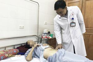 Phẫu thuật cắt khối u nặng hơn 4kg trong bụng cụ bà 101 tuổi