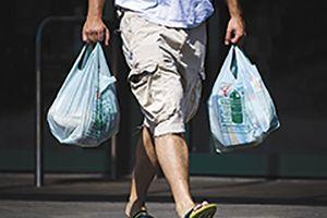 'Cuộc chiến' với túi nylon: kinh nghiệm từ... nước Anh