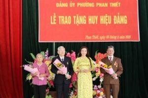 Tuyên Quang trao tặng Huy hiệu Đảng cho 386 đảng viên