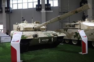'Ế sưng cả mặt', Trung Quốc vẫn điên cuồng quảng cáo xe tăng